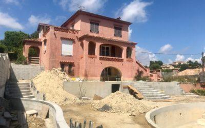 Projet en cours de réalisation : Conception et réalisation d'un jardin paysager méditerranéen, rénovation de piscine, construction d'une extension de villa
